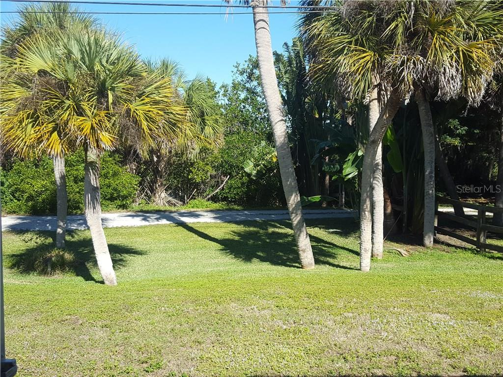 With no house directly behind the back yard, your view remains open and unobstructed. - Single Family Home for sale at 360 E Wentworth Cir, Englewood, FL 34223 - MLS Number is D5921470