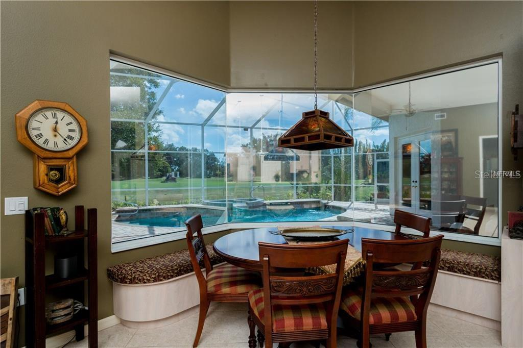 Eat In Dining Area - Single Family Home for sale at 422 Wincanton Pl, Venice, FL 34293 - MLS Number is D6101809