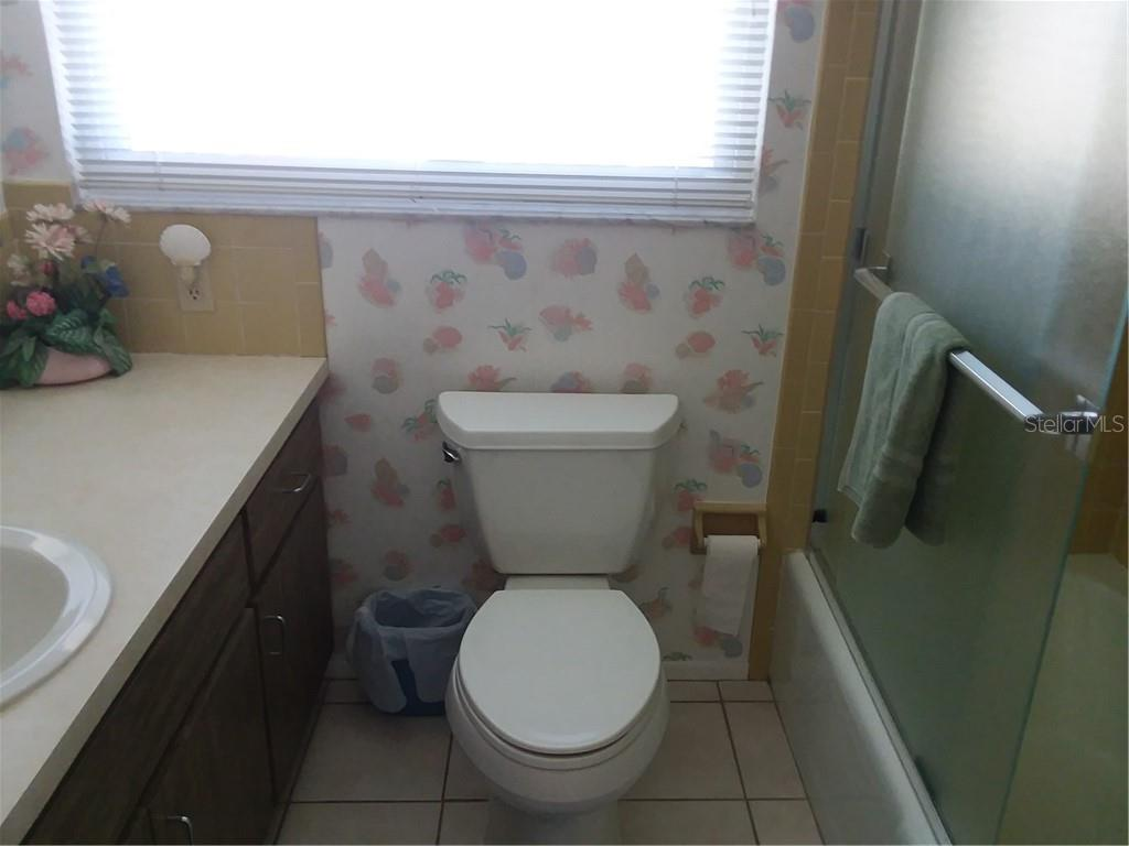Full Bath #2 - Single Family Home for sale at 7 Old Trail Rd, Englewood, FL 34223 - MLS Number is D6102912