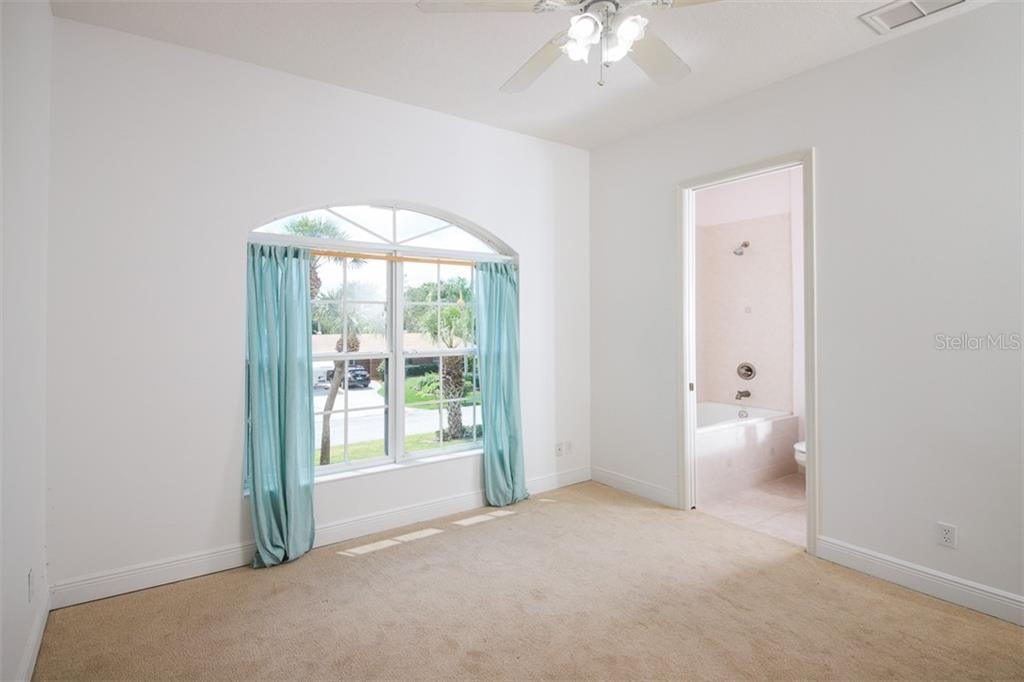 Soaking tub, linen closet and separate water closet. - Single Family Home for sale at 9033 Allapata Ln, Venice, FL 34293 - MLS Number is D6106356