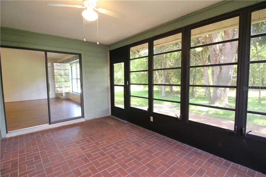 Large Lanai with Sliders to Living Room - Villa for sale at 420 Pendleton Dr, Venice, FL 34292 - MLS Number is D6109987