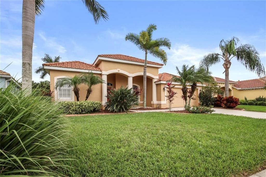 1944 Coconut Palm Cir