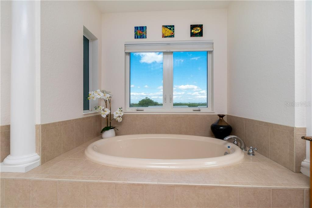 Your Soaking Tub Awaits - Condo for sale at 2225 N Beach Rd #401, Englewood, FL 34223 - MLS Number is D6114646