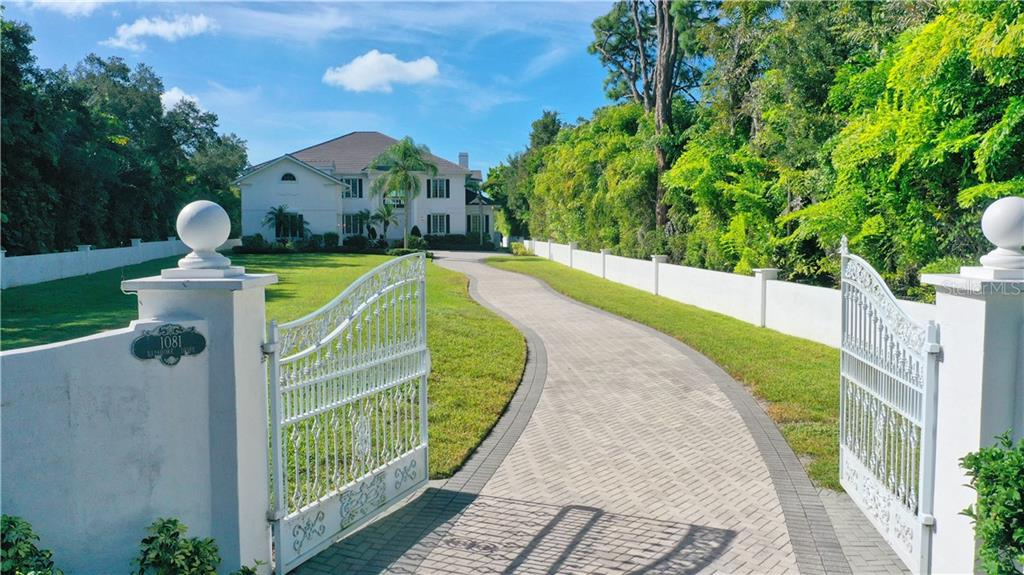 Single Family Home for sale at 1081 Bayshore Dr, Englewood, FL 34223 - MLS Number is D6114719