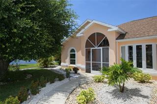 657 Rotonda Cir, Rotonda West, FL 33947