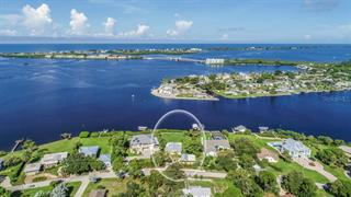 1626 New Point Comfort Rd, Englewood, FL 34223