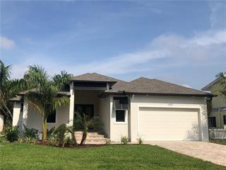 1623 New Point Comfort Rd, Englewood, FL 34223