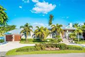 Exterior front - Single Family Home for sale at 450 Tarpon Ave, Boca Grande, FL 33921 - MLS Number is D6103652