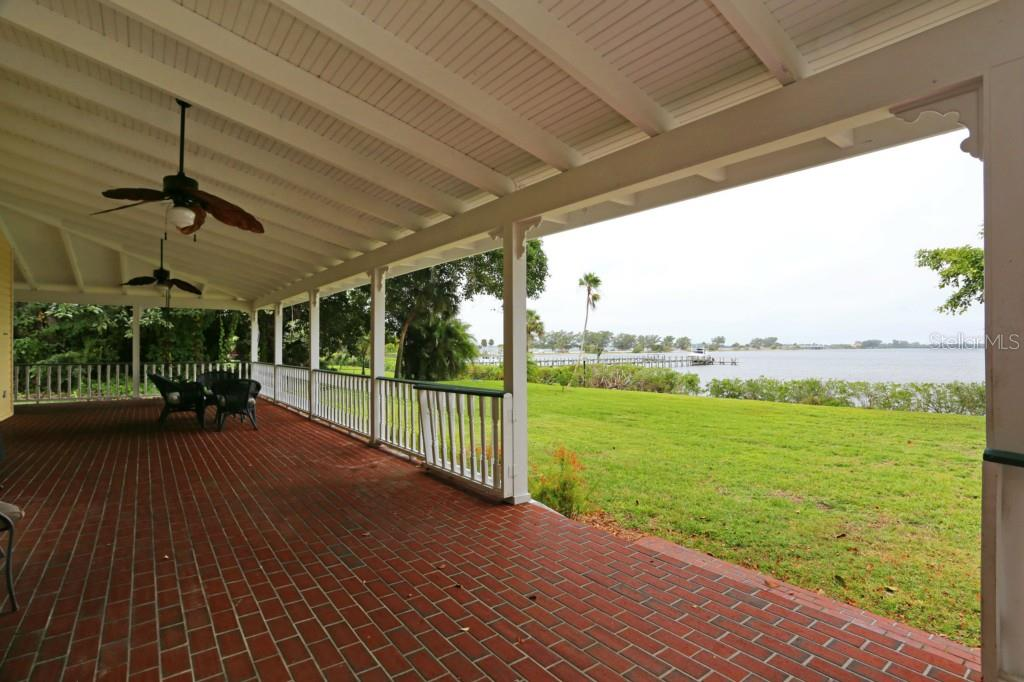 Single Family Home for sale at 216 81st St W, Bradenton, FL 34209 - MLS Number is M5903622