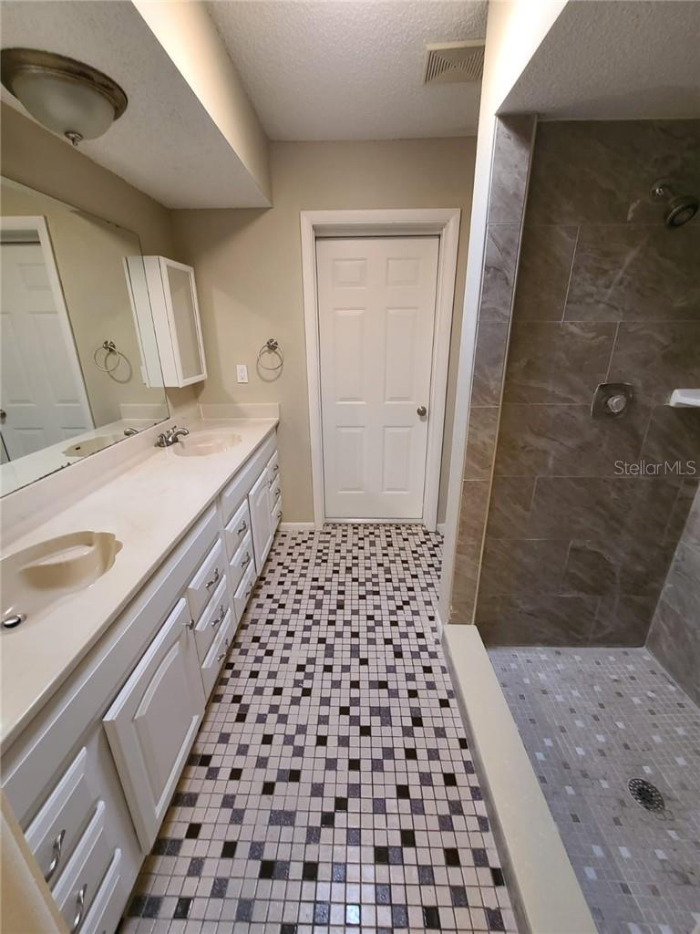 MASTER BATHROOM - Single Family Home for sale at 3617 Avenida Madera, Bradenton, FL 34210 - MLS Number is U8112999