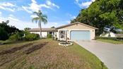 Single Family Home for sale at 1424 Georgetowne Dr, Sarasota, FL 34232 - MLS Number is O5748631