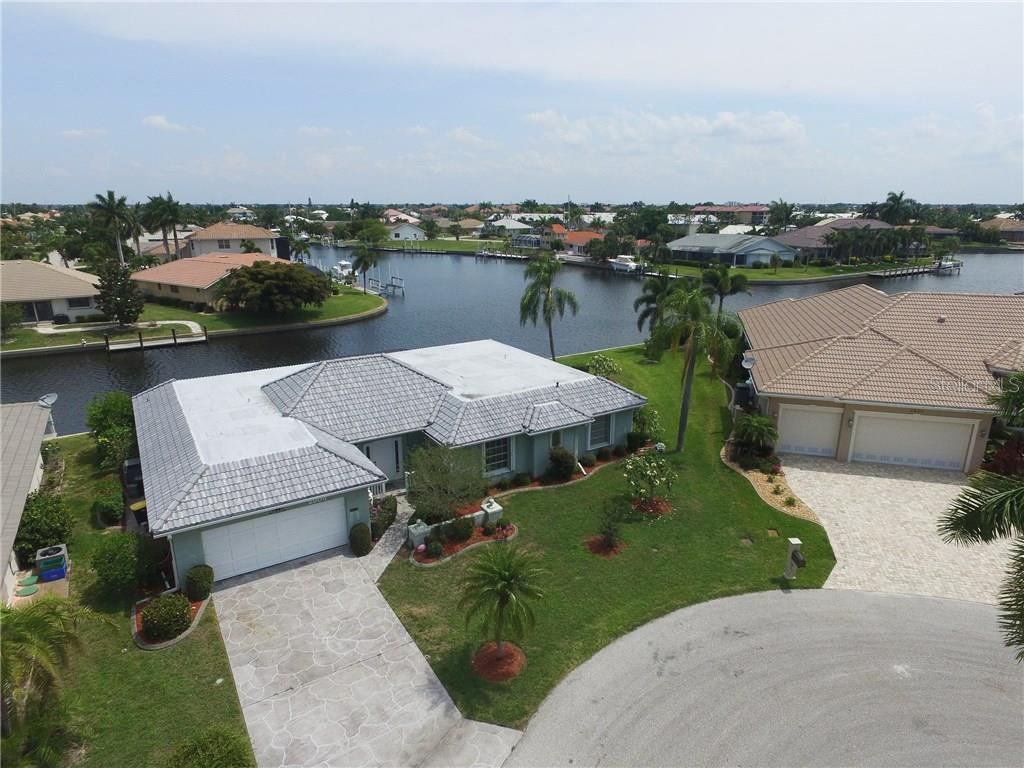 2804 Via Paloma Dr, Punta Gorda, FL 33950 - photo 1 of 25