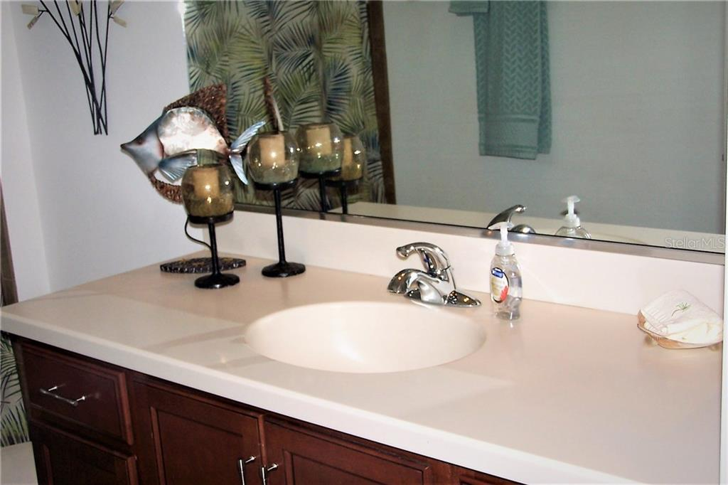 Full Guest Bath with Tub/Shower Combo - Villa for sale at 1912 Knights Bridge Trl, Port Charlotte, FL 33980 - MLS Number is C7239595