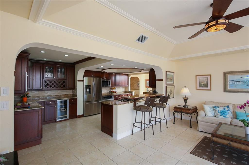 Florida Room has a tray ceiling and crown molding - Single Family Home for sale at 158 Morgan Ln Se, Port Charlotte, FL 33952 - MLS Number is C7400633
