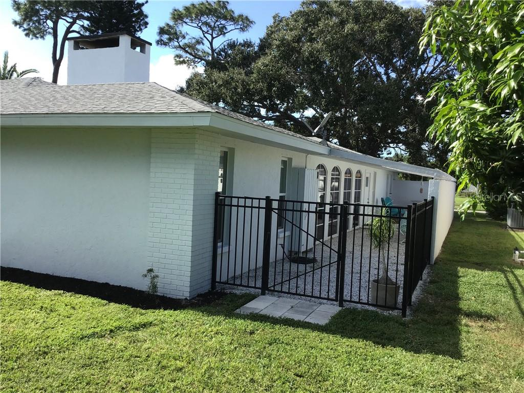 Rear - Single Family Home for sale at 1302 Pinebrook Way, Venice, FL 34285 - MLS Number is C7435367