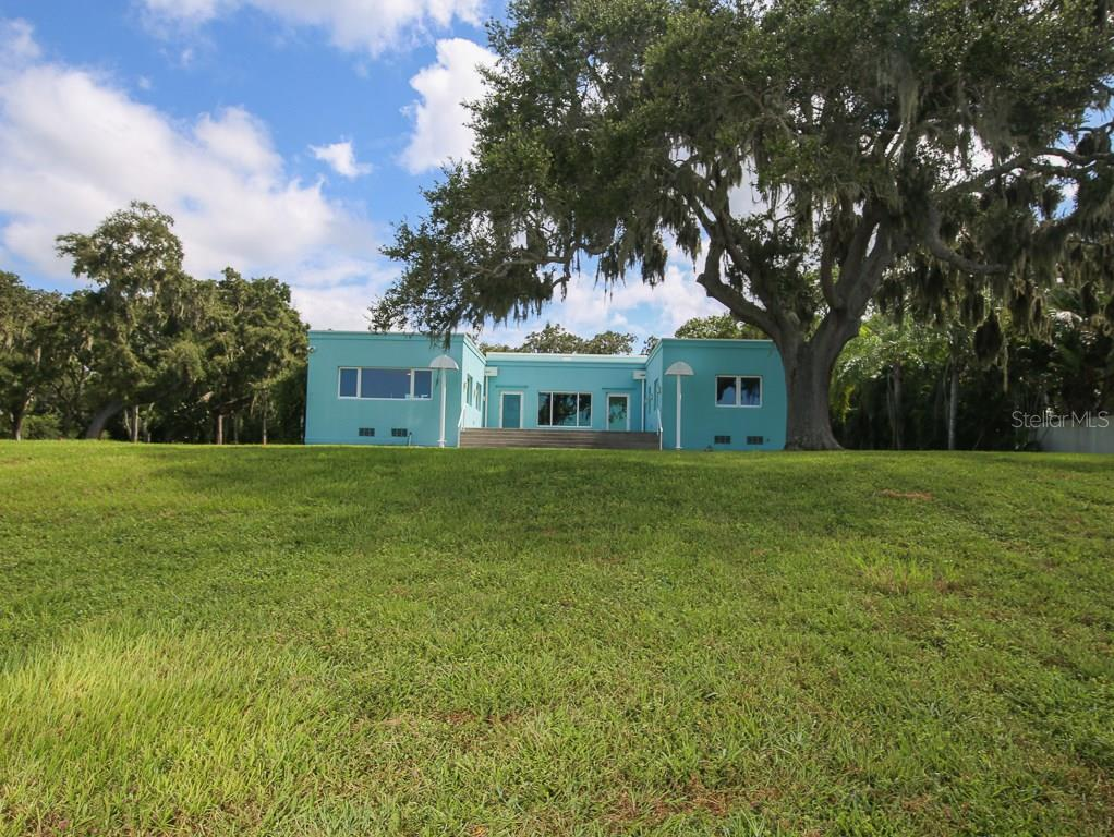 Single Family Home for sale at 916 Indian Beach Dr, Sarasota, FL 34234 - MLS Number is A4103720
