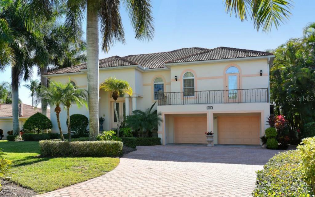 450 Cleveland Dr, Sarasota, FL 34236 - photo 1 of 25
