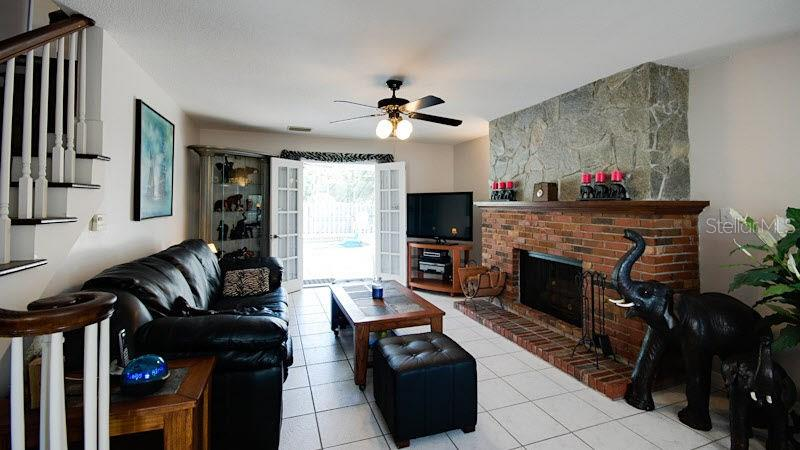 Living Room - Single Family Home for sale at 4905 Swift Rd, Sarasota, FL 34231 - MLS Number is A4144451