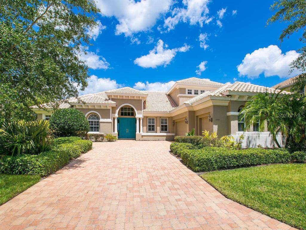 Single Family Home for sale at 1028 Rainbow Ct, Bradenton, FL 34212 - MLS Number is A4156218