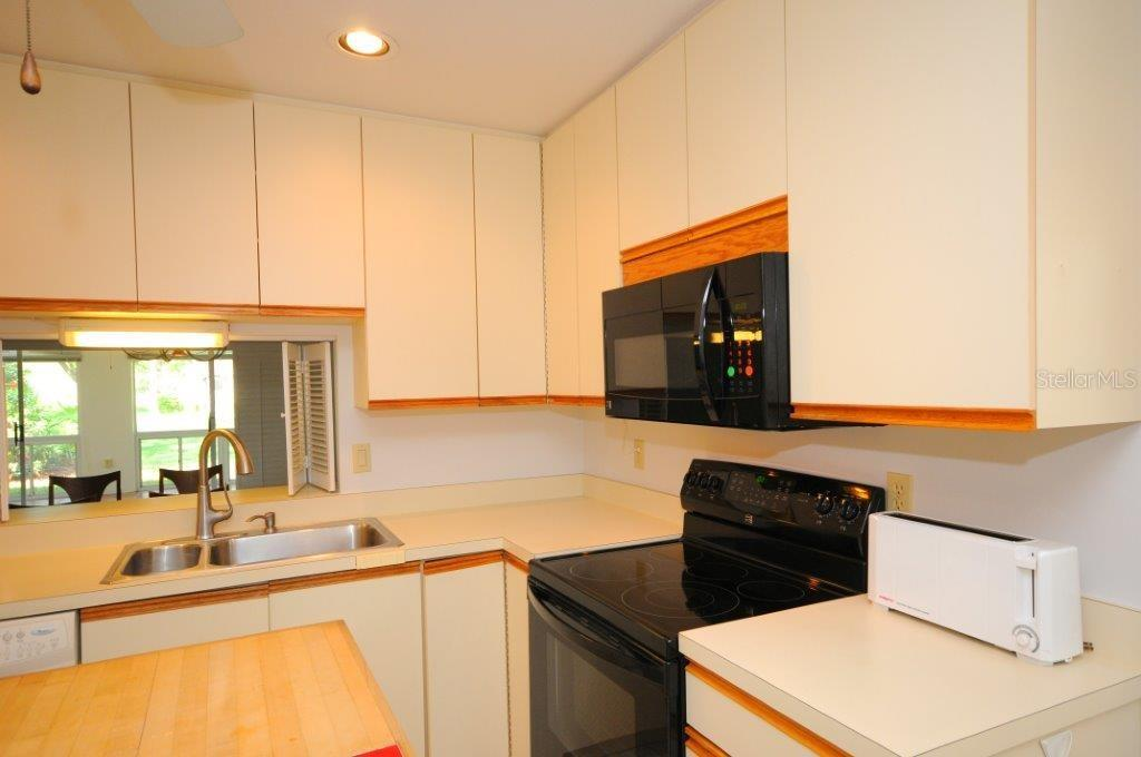 Kitchen - Villa for sale at 5510 Chanteclaire #46, Sarasota, FL 34235 - MLS Number is A4156527