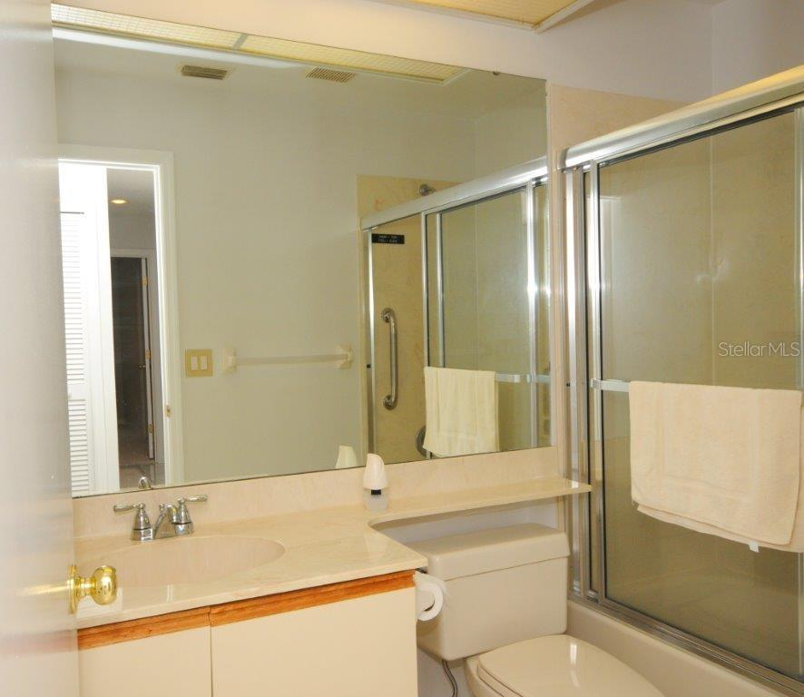 2nd bathroom - Villa for sale at 5510 Chanteclaire #46, Sarasota, FL 34235 - MLS Number is A4156527