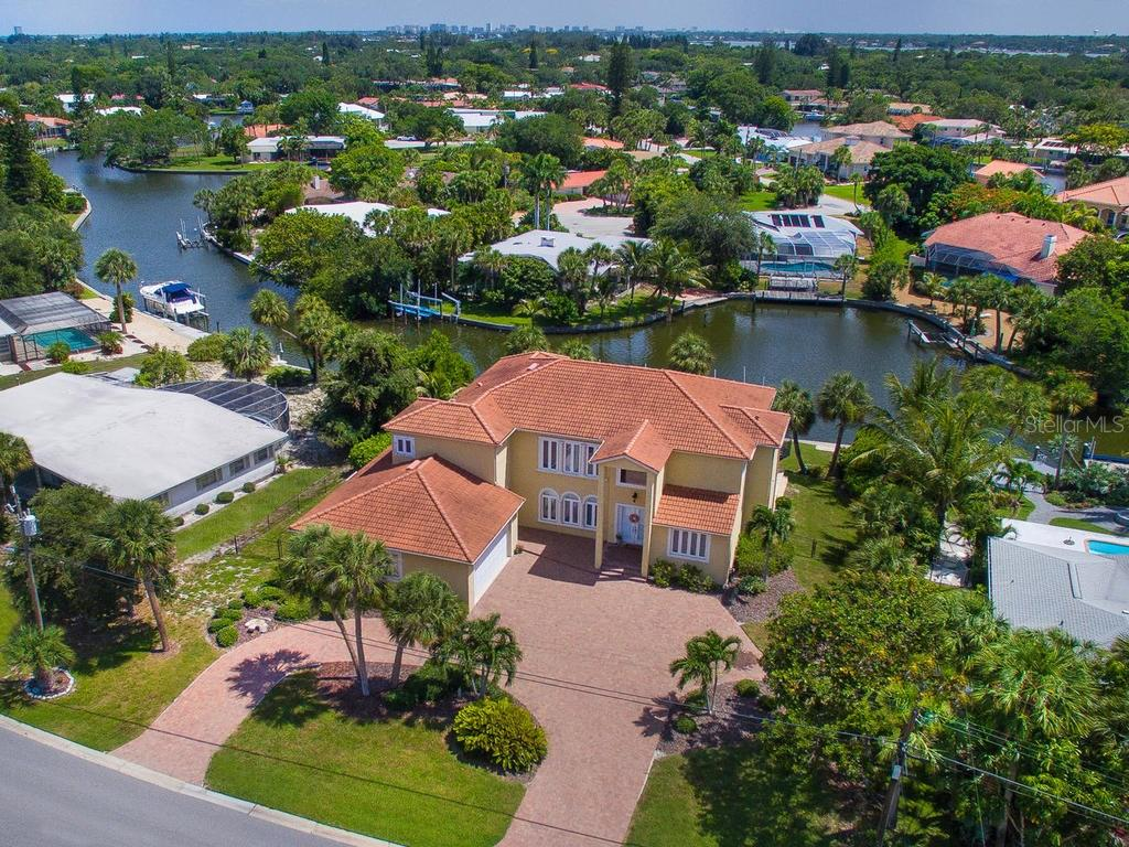 Aerial view - Single Family Home for sale at 5555 Cape Leyte Dr, Sarasota, FL 34242 - MLS Number is A4157475