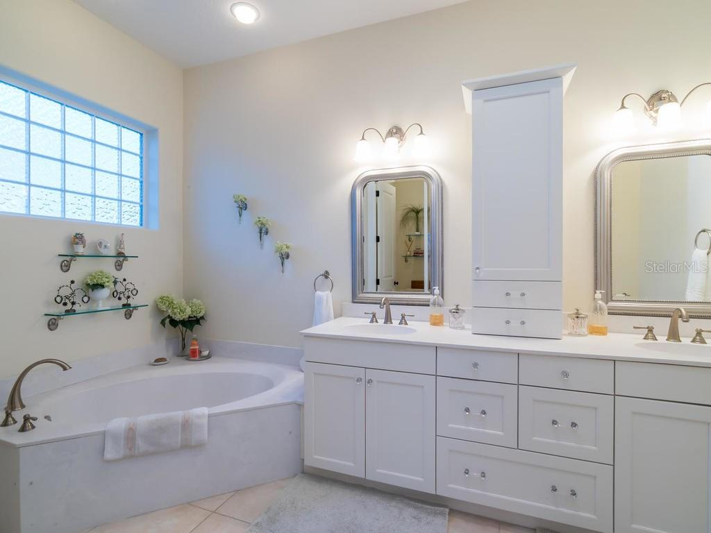 Master bathroom - Single Family Home for sale at 5555 Cape Leyte Dr, Sarasota, FL 34242 - MLS Number is A4157475