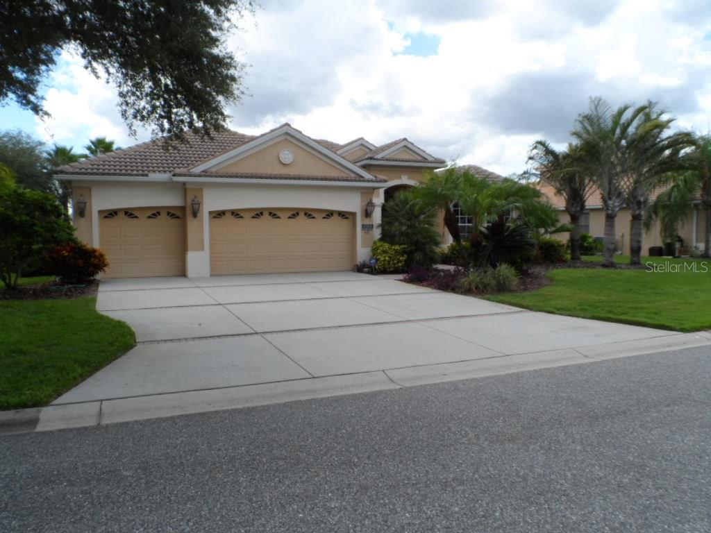 Single Family Home for sale at 12314 Greenbrier Way, Lakewood Ranch, FL 34202 - MLS Number is A4162338