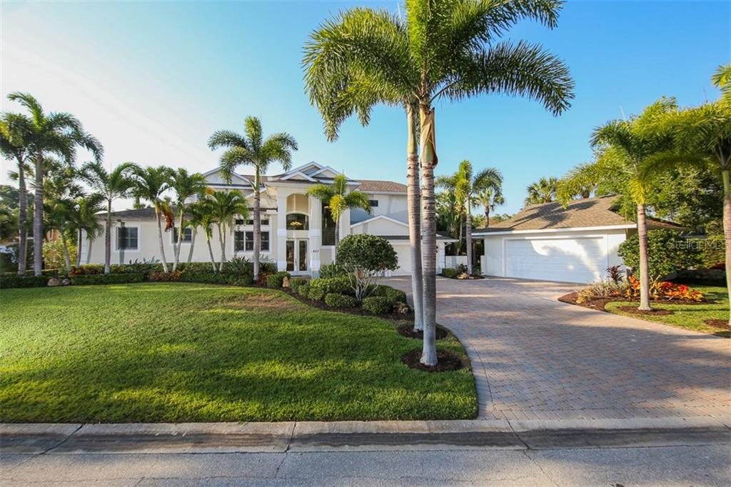 Front Exterior - Single Family Home for sale at 827 Paradise Way, Sarasota, FL 34242 - MLS Number is A4167744