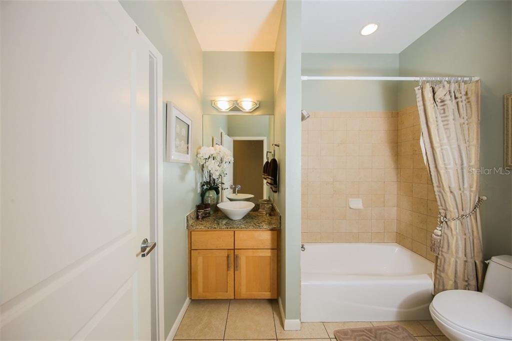 2nd bathroom - Single Family Home for sale at 827 Paradise Way, Sarasota, FL 34242 - MLS Number is A4167744