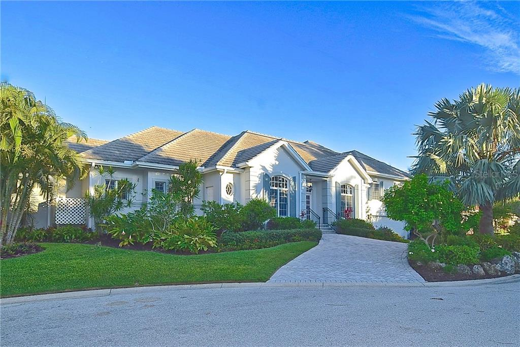 Single Family Home for sale at 572 Spinnaker Ln, Longboat Key, FL 34228 - MLS Number is A4173921
