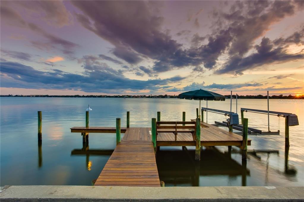 1705 Southpointe Dr, Sarasota, FL 34231 - photo 1 of 25