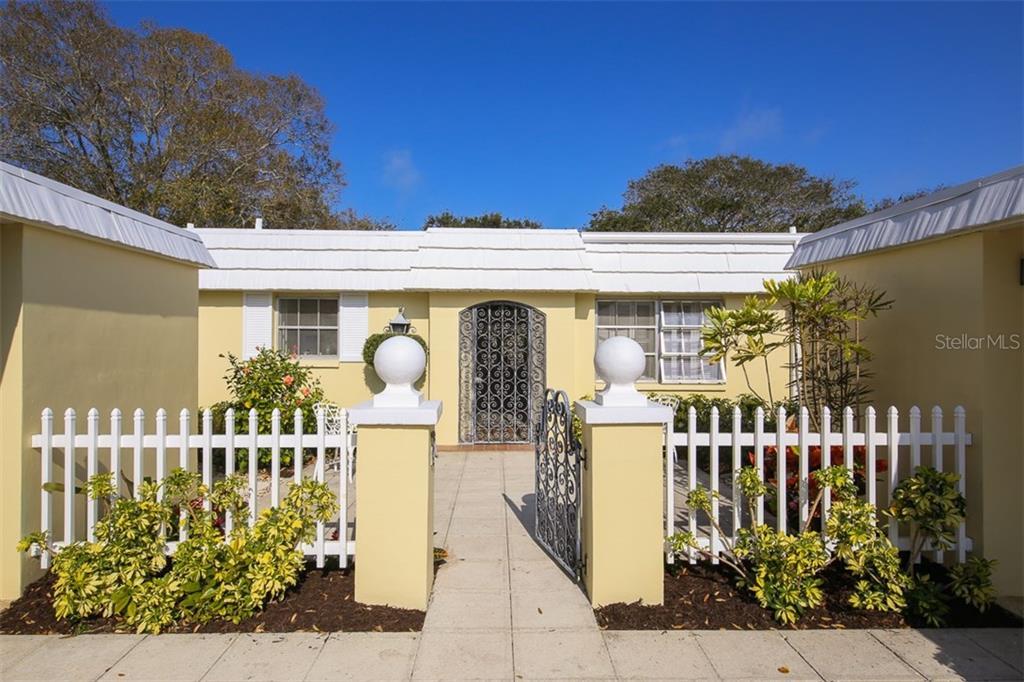 5811 Tidewood Ave #22, Sarasota, FL 34231 - photo 1 of 22