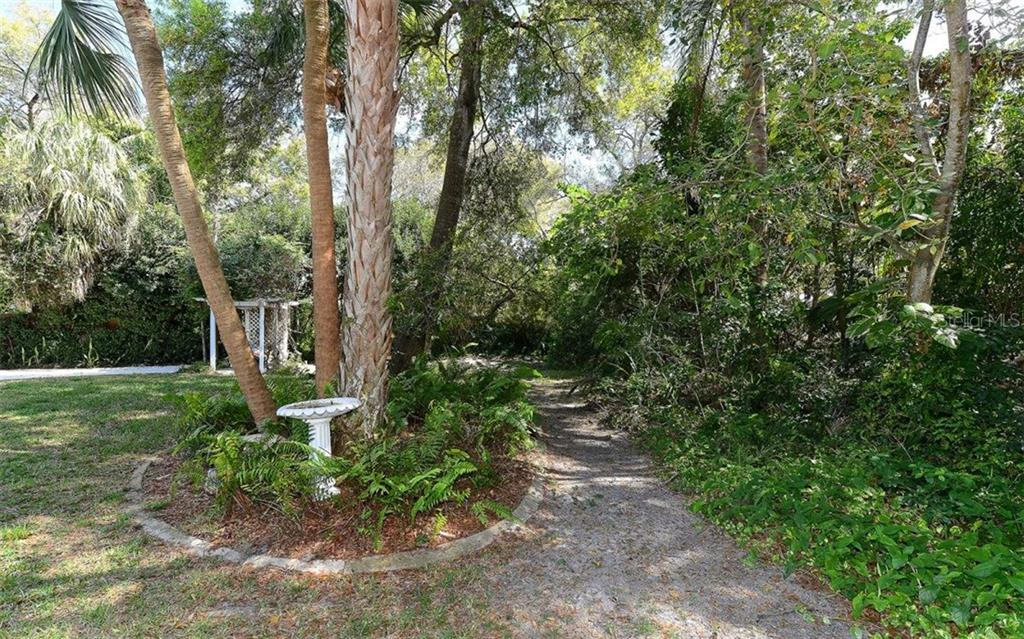 Single Family Home for sale at 924 Indian Beach Dr, Sarasota, FL 34234 - MLS Number is A4179213