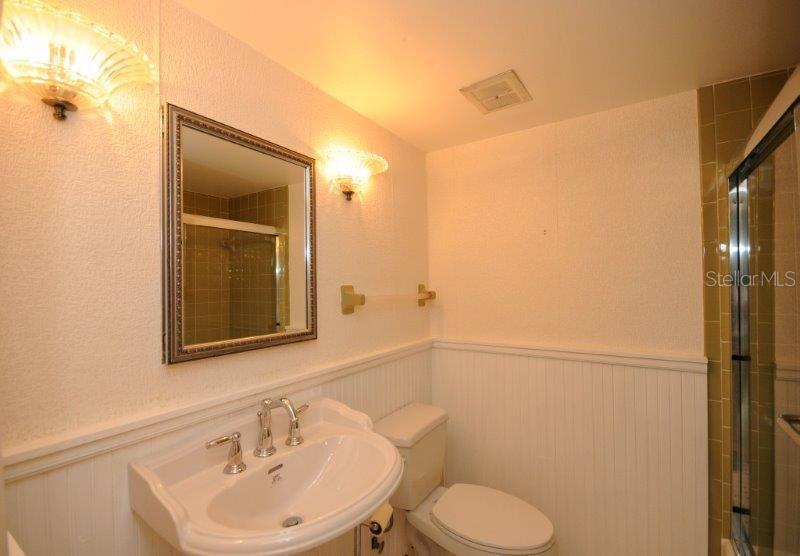 2nd bathroom - Condo for sale at 2215 Circlewood Dr #46, Sarasota, FL 34231 - MLS Number is A4180138
