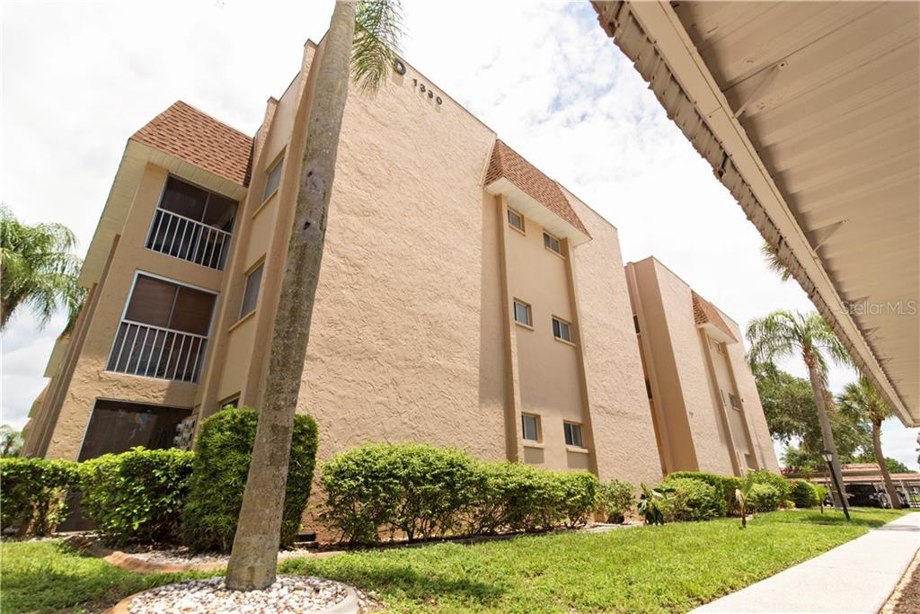 Top Floor - End Unit - Condo for sale at 1310 Glen Oaks Dr E #388e, Sarasota, FL 34232 - MLS Number is A4182635