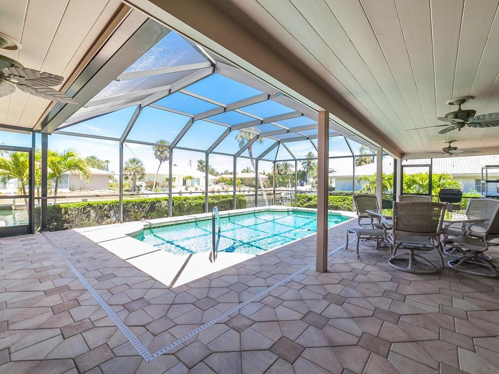 Canal view - Single Family Home for sale at 551 Putting Green Ln, Longboat Key, FL 34228 - MLS Number is A4183977