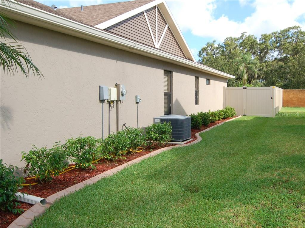 Single Family Home for sale at 3516 72nd Dr E, Sarasota, FL 34243 - MLS Number is A4184502