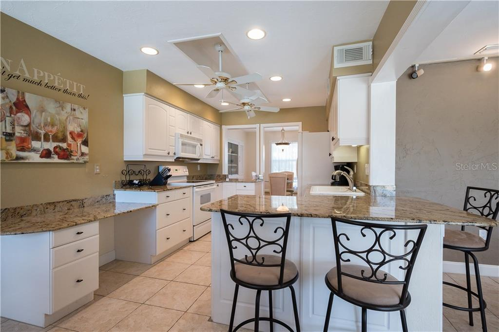 Single Family Home for sale at 2704 Tanglewood Dr, Sarasota, FL 34239 - MLS Number is A4184539