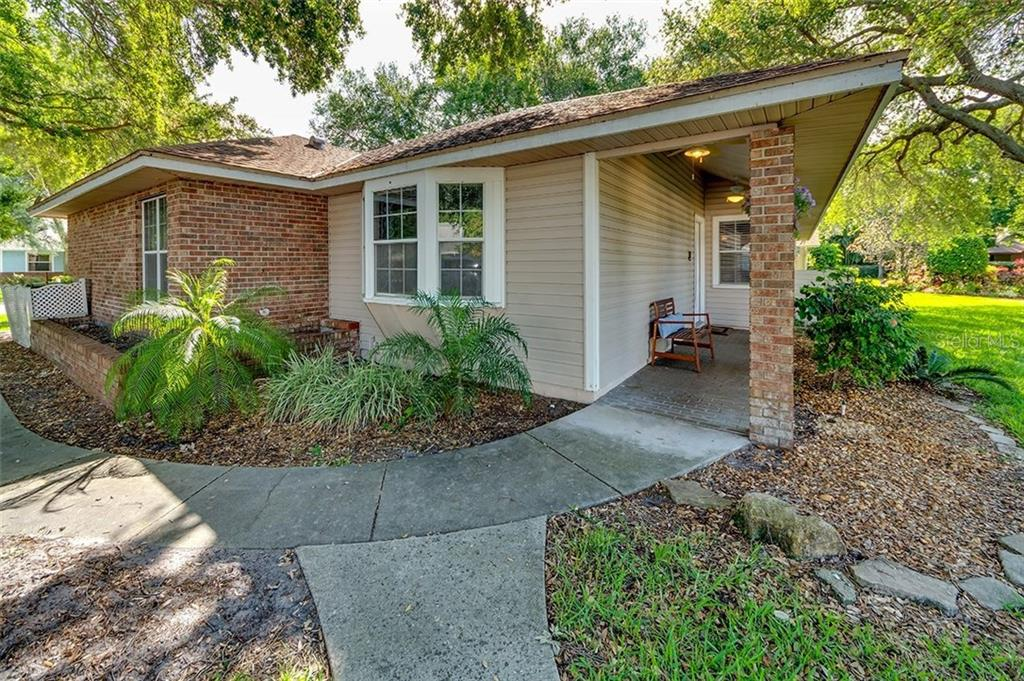 Single Family Home for sale at 6915 Arbor Oaks Cir, Bradenton, FL 34209 - MLS Number is A4185427