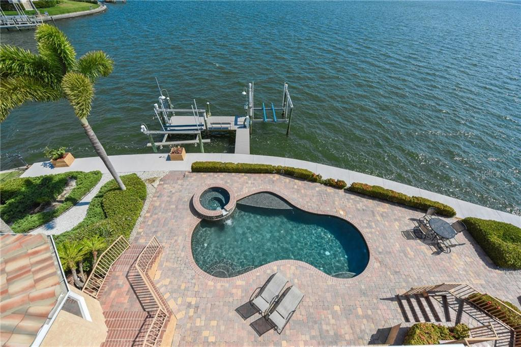 Single Family Home for sale at 7697 Cove Ter, Sarasota, FL 34231 - MLS Number is A4185483