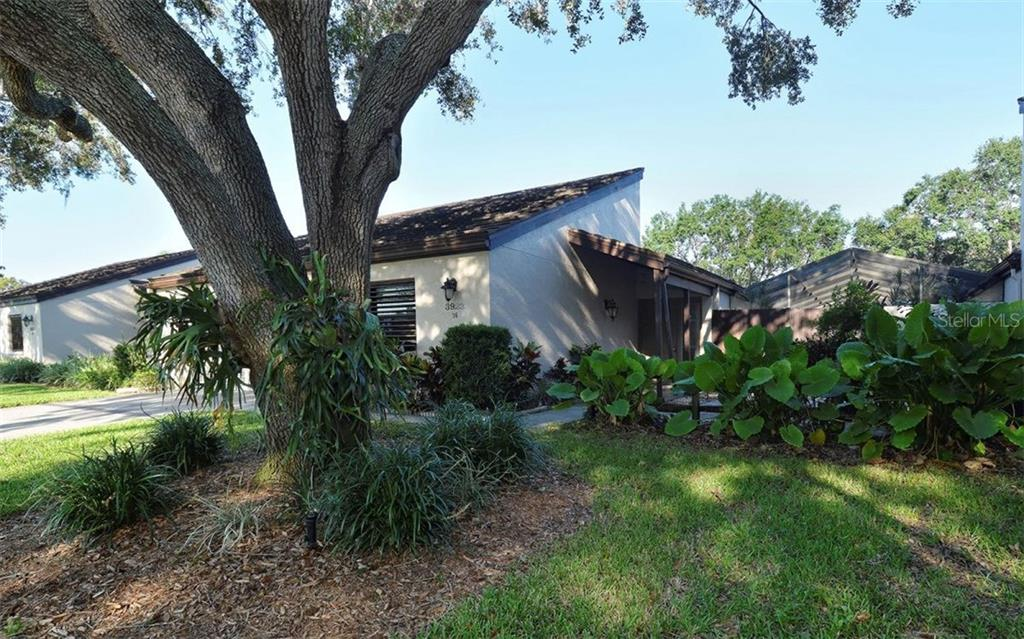 Villa for sale at 3923 Glen Oaks Manor Dr, Sarasota, FL 34232 - MLS Number is A4185539