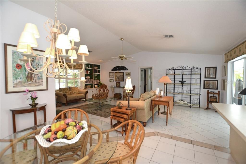 The breakfast area is perfect for casual dining. - Single Family Home for sale at 1157 Wyeth Dr, Nokomis, FL 34275 - MLS Number is A4185839