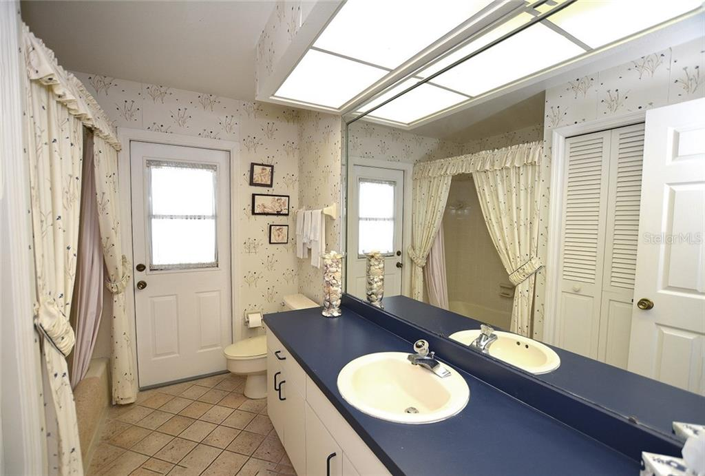 Full guest bathroom with access to the lanai and pool area. - Single Family Home for sale at 1157 Wyeth Dr, Nokomis, FL 34275 - MLS Number is A4185839