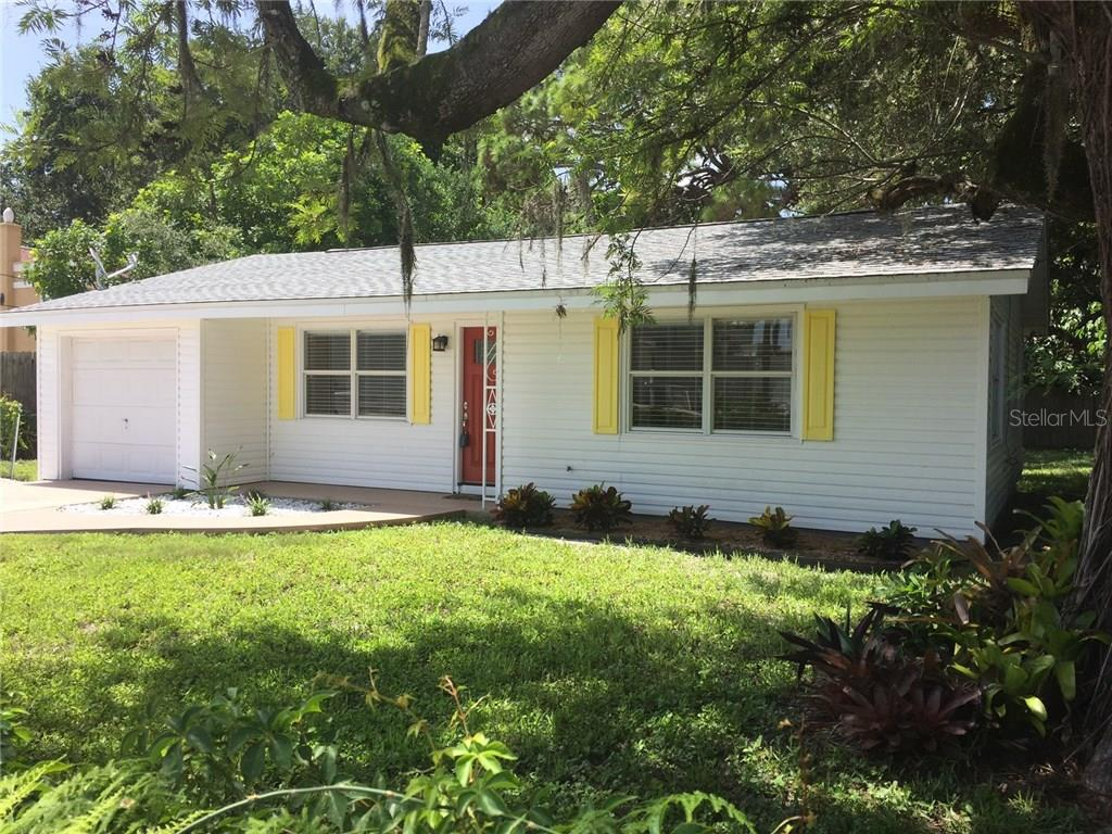 West of the Trail. Cozy cottage. - Single Family Home for sale at 938 Highland St, Sarasota, FL 34234 - MLS Number is A4186423