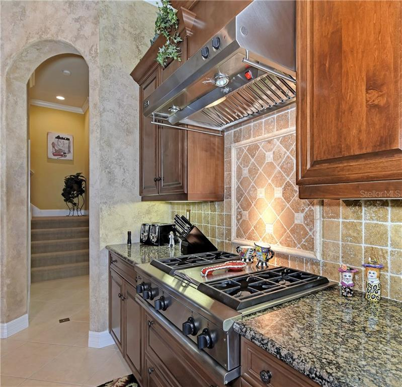 Gas Range, Tile Backsplash - Single Family Home for sale at 370 Highland Shores Dr, Ellenton, FL 34222 - MLS Number is A4188456