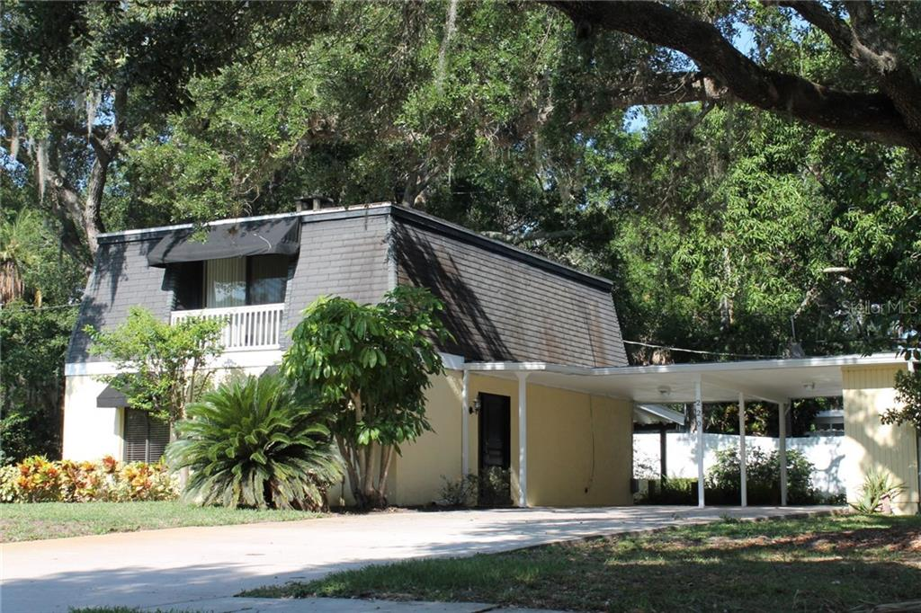 Single Family Home for sale at 220 24th St W, Bradenton, FL 34205 - MLS Number is A4189075