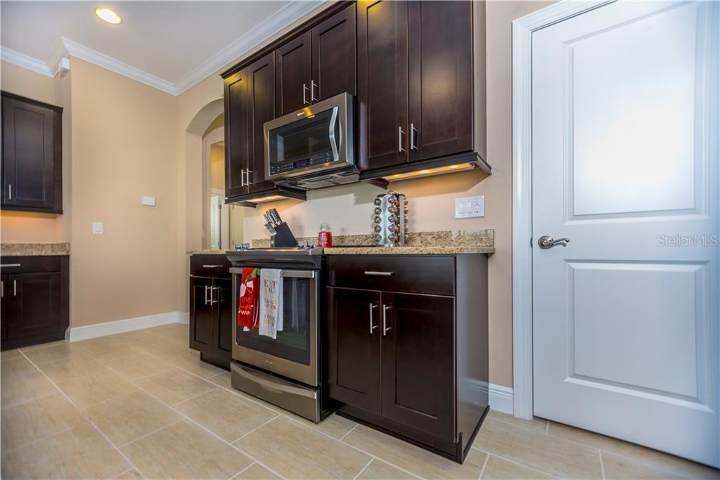Kitchen - Single Family Home for sale at 23883 Waverly Cir, Venice, FL 34293 - MLS Number is A4190222