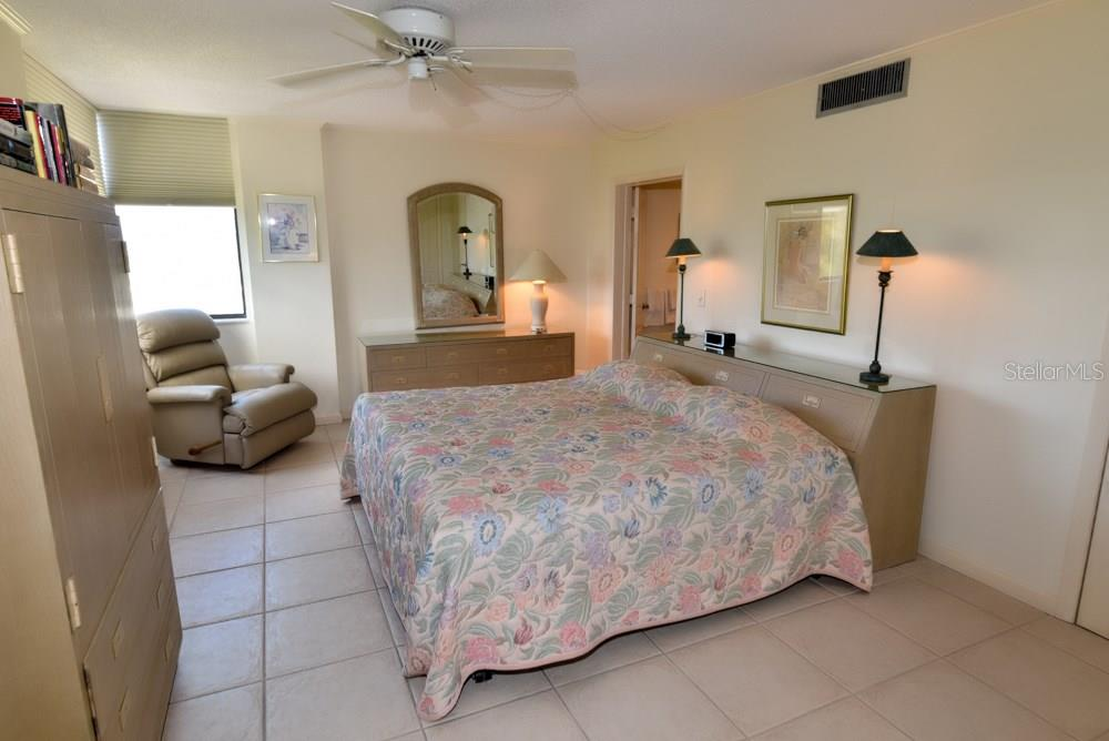 Master bedroom - Condo for sale at 5855 Midnight Pass Rd #628, Sarasota, FL 34242 - MLS Number is A4190416