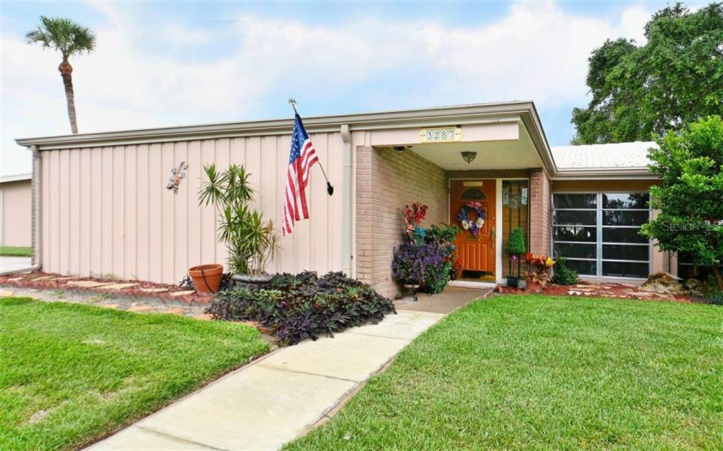 Villa for sale at 3287 Fairhaven Ln #111, Sarasota, FL 34239 - MLS Number is A4190423